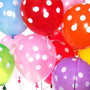 puantiyeli uçan balon
